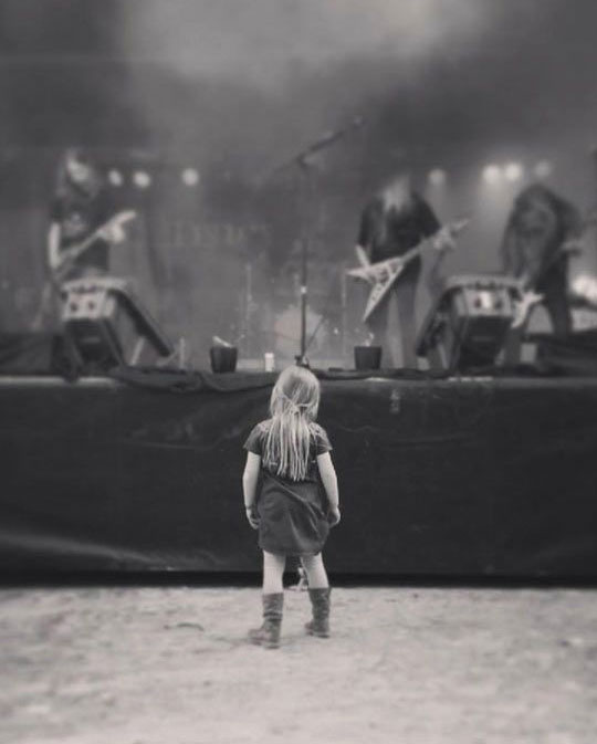 little-girl-at-concert
