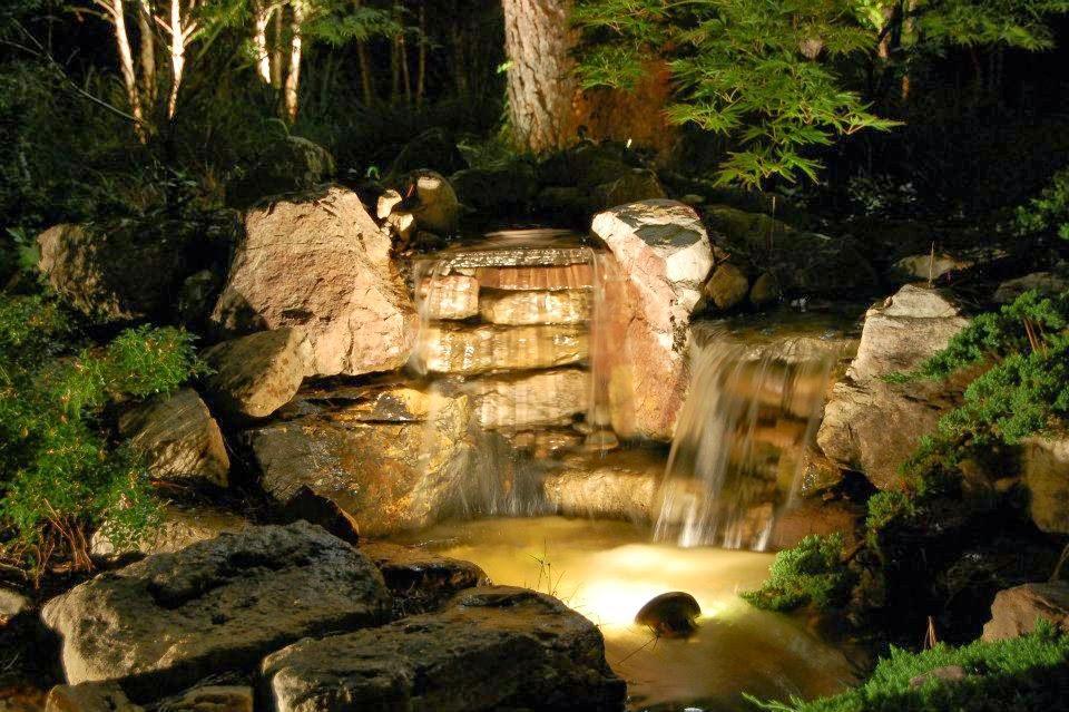 Il giardino delle naiadi cascate e ruscelli for Immagini di laghetti artificiali
