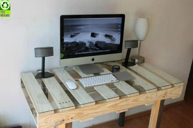 mesa de escritorio con palés