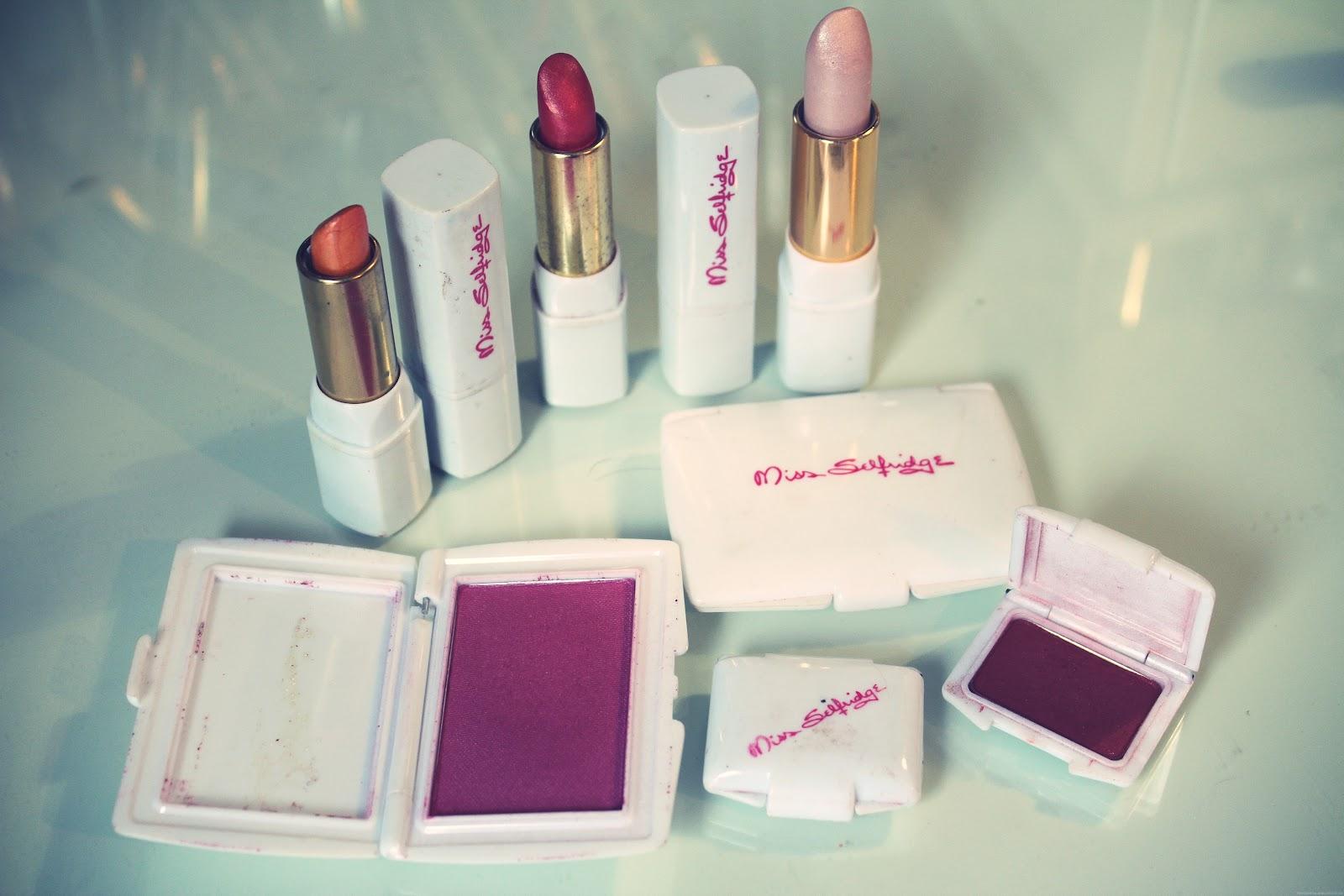 Vintage Makeup – Lily Pebbles