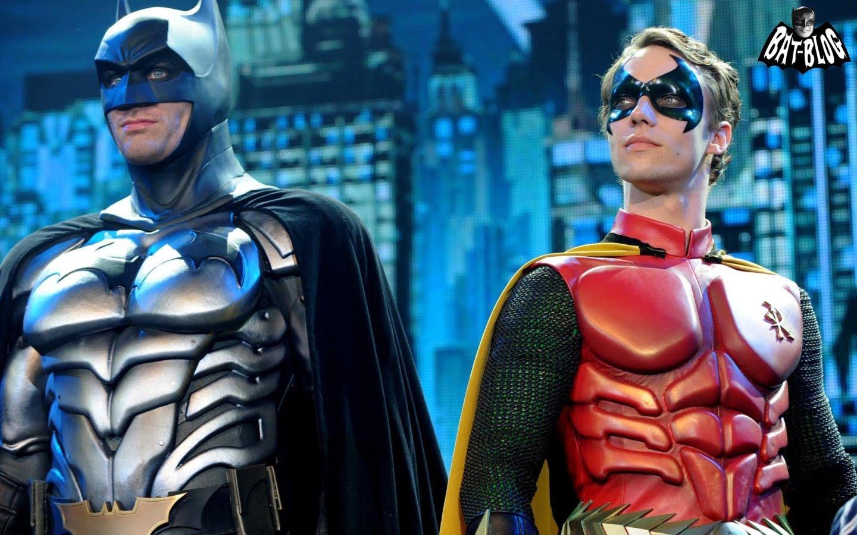 http://1.bp.blogspot.com/-iV8aNrw3kPQ/TaSYbEGmS2I/AAAAAAAAO8A/iDYlV1EG5iI/s1600/wallpaper-batman-live-world-arena-show-costumes-robin.jpg