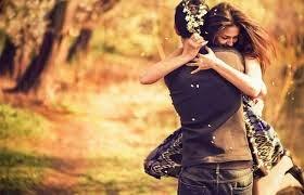 Berpelukan Dengan Pasangan 12 Kali Sehari Bikin Awet Muda