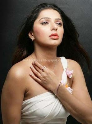 Bhoomika chawla hot photos