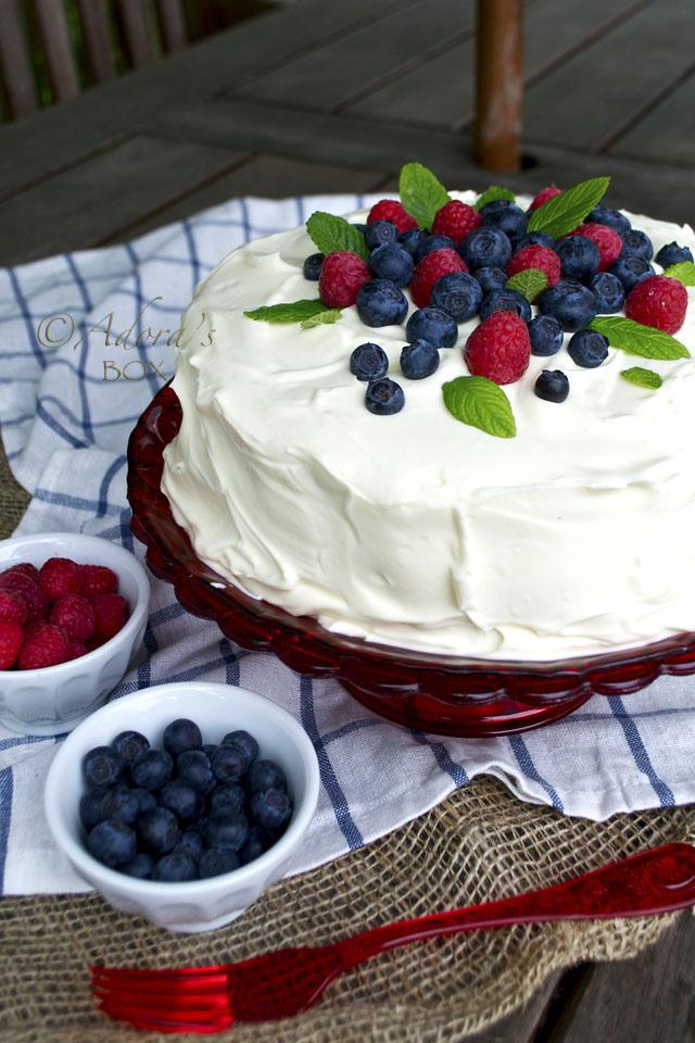 Adoras Box BLUE VELVET CAKE