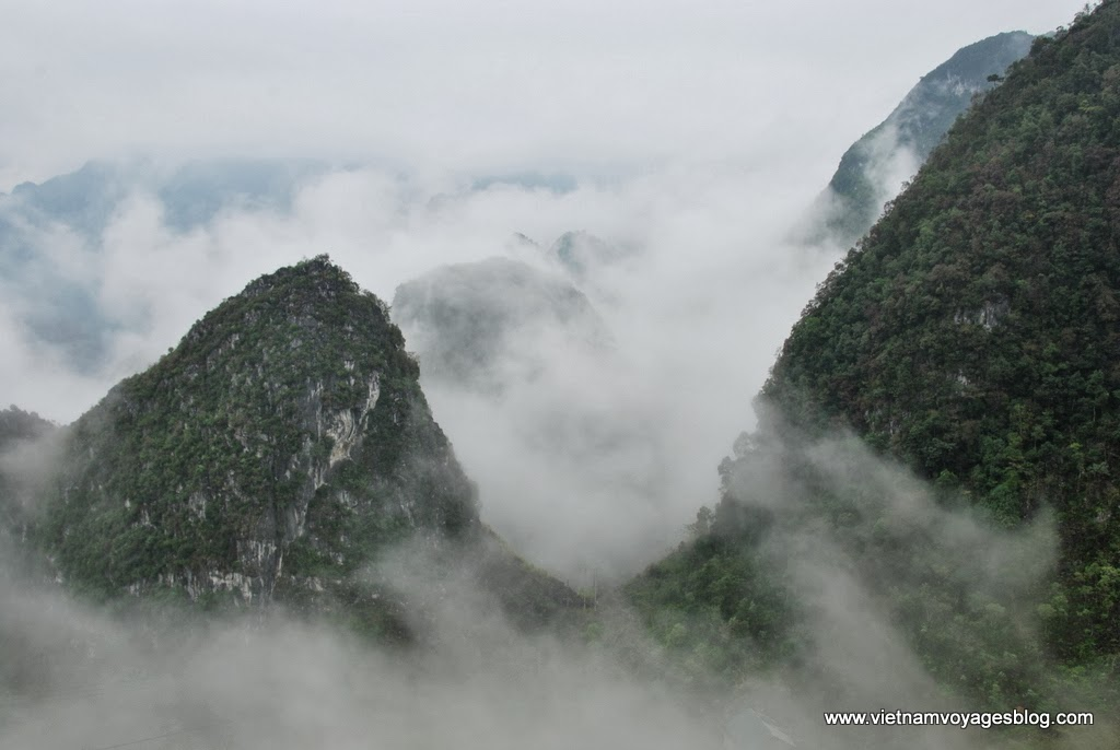Đèo Mã Pì Lẽng - hùng vĩ trong màn sương
