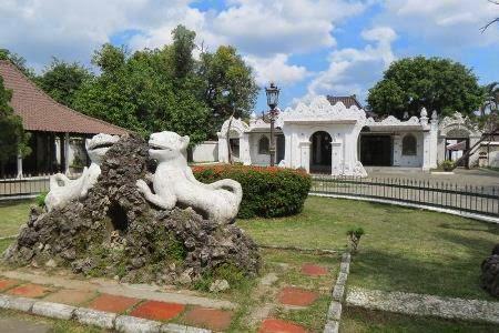 Keraton Kasepuhan : tempat wisata sejarah di cirebon