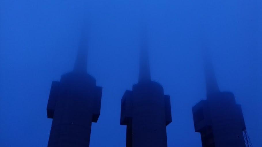 La Catedral del Besos en blue