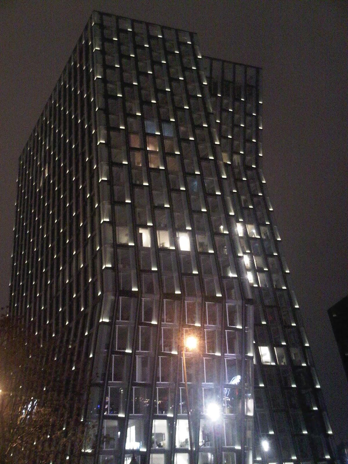 Tanzende Türme bei Nacht - Hamburg - Höhe ca. Cafe Keese