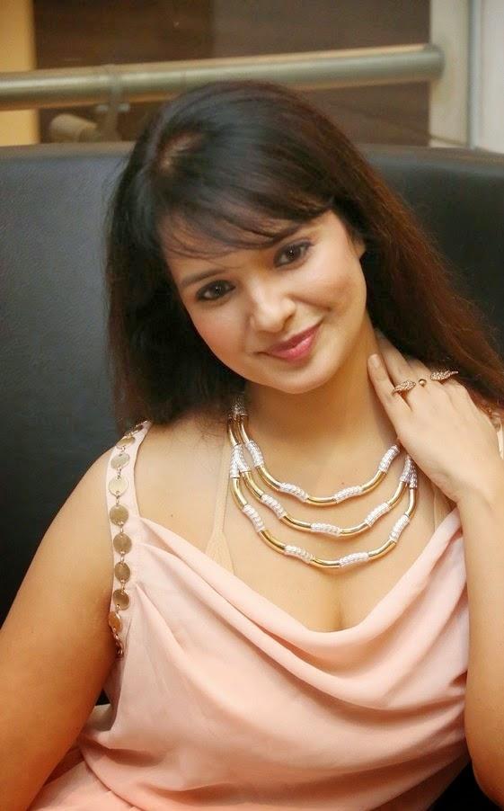 Actress Saloni Hot pic