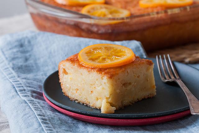 Sirupasti kolač sa pomorandžama i gotovim korama za pitu