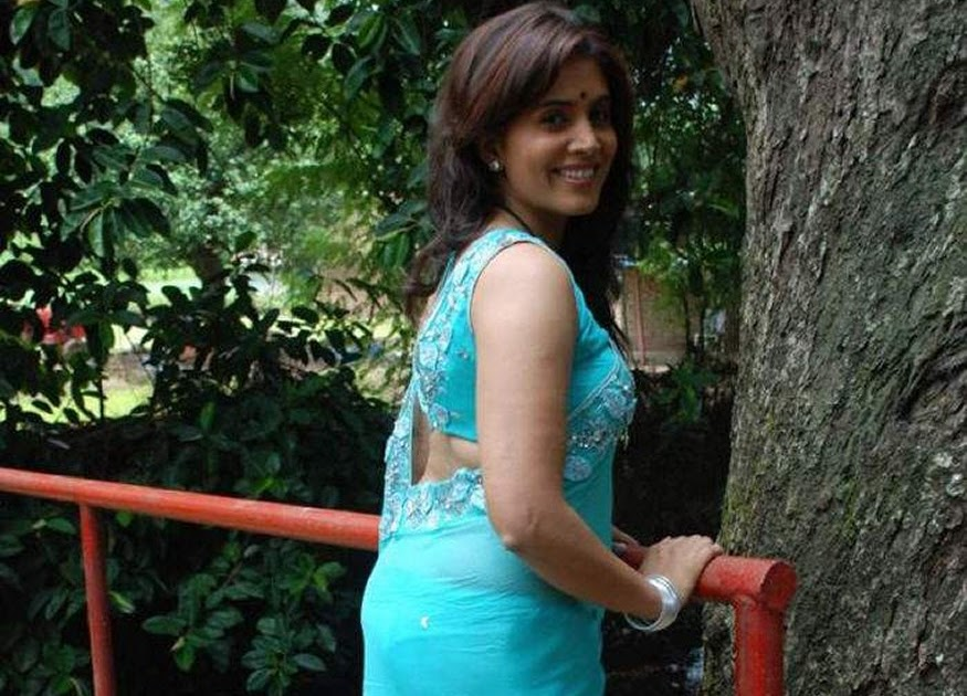 Sonali Kulkarni Panty saree Transparent oops Shocking - Bikini Bra Hot ...