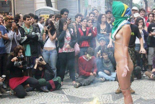 Mulher Protesta Pelada Em S O Paulo