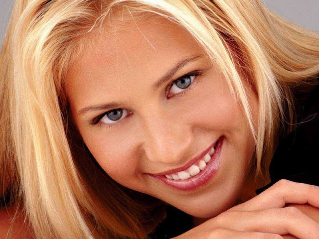 Anna Kournikova Biography and Photos
