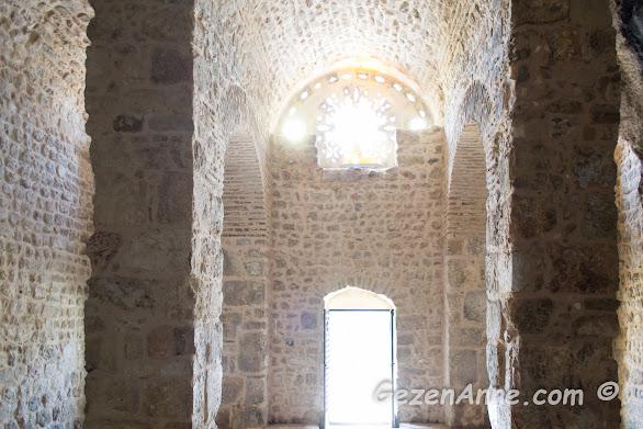 St Pİerre kilisesi içi, Hatay