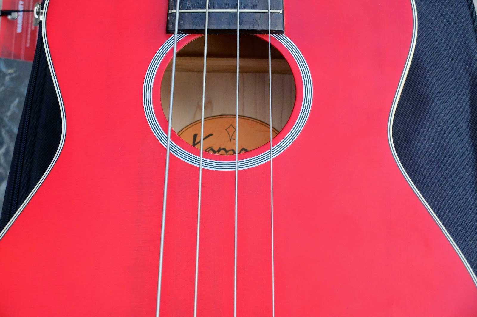 Kamoa E3E Ukulele Bass sound hole