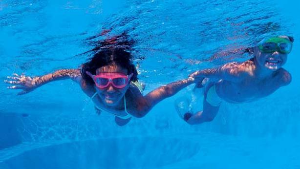 saltar a la piscina esta es la vida