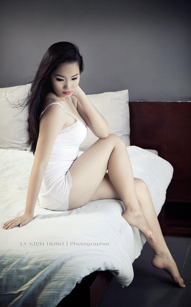 Người đẹp trắng xinh gợi cảm khoe hàng