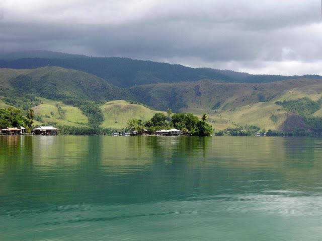 Objek wisata Danau Sentani