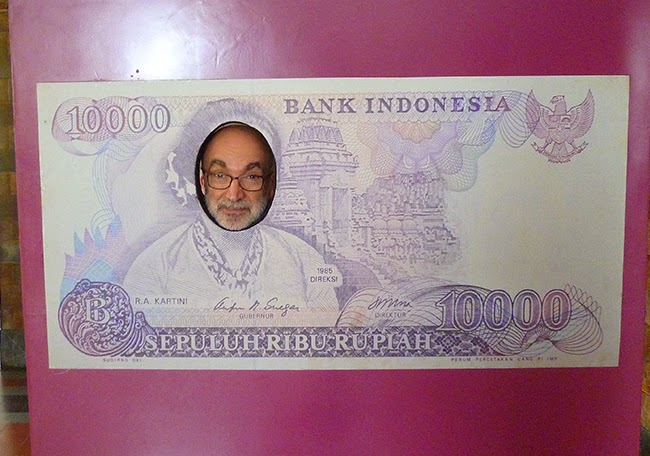 Un billete de diez mil rupias en Indonesia
