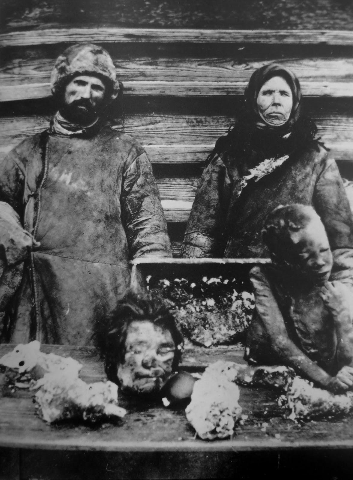 40 Amazing Historical Pictures - Cannibalism during the Russian famine of 1921.