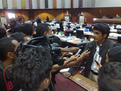 Parlamento realiza sessão especial em plena campanha para discutir lei eleitora