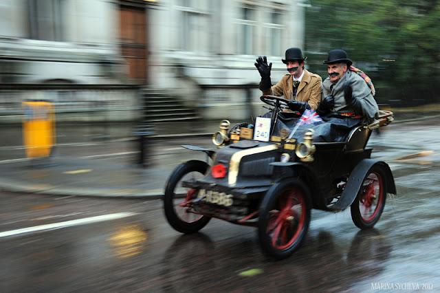 """Автопробег из Лондона в Брайтон: не ржавеют душой """"ветераны"""""""