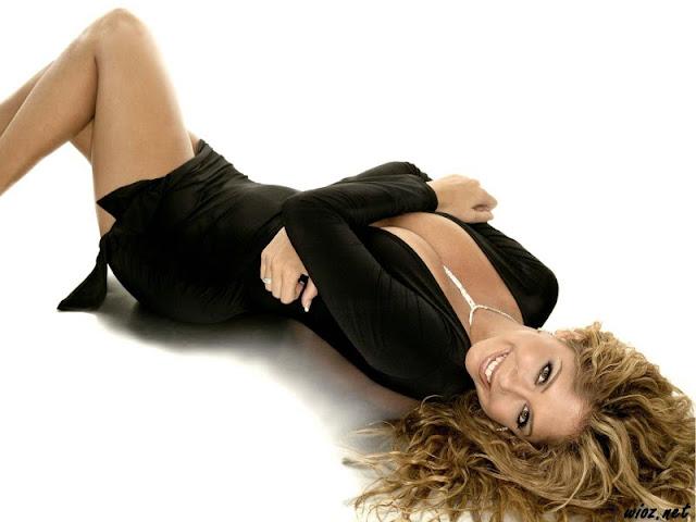 Singer Samantha Cole