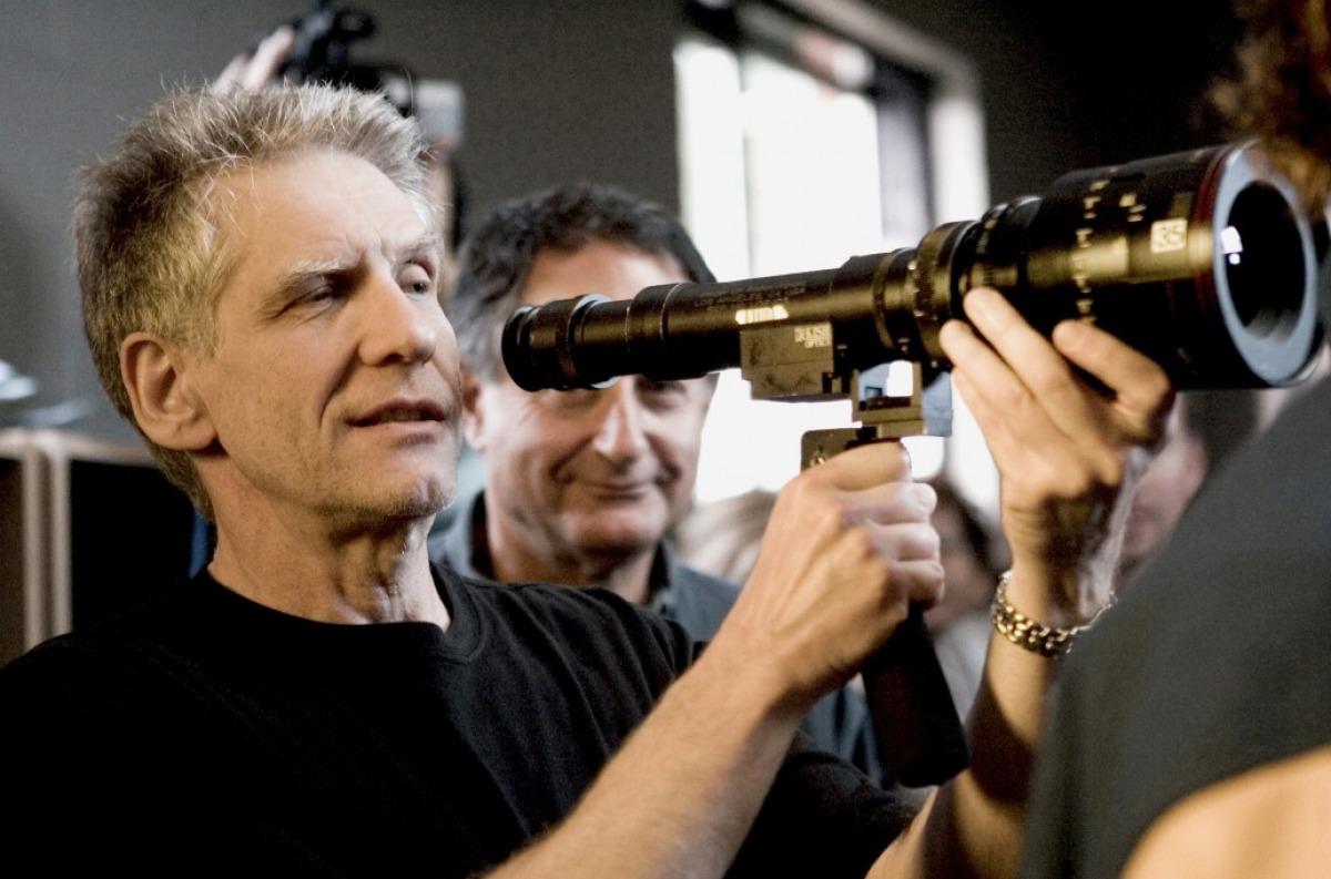 http://1.bp.blogspot.com/-iZmNrc_weiM/T7QgzhRDERI/AAAAAAAAA-Y/imH_sK4z6no/s1600/david-cronenberg-directing-a-history-of-violence.jpg