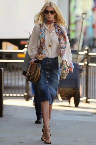 Falda vaquera botones de Stella McCartney llevada por Claudia Schiffer SS 2011