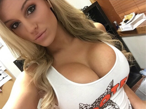 hooters girls self pics
