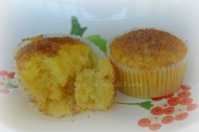 little cakes with apricot