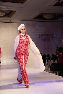 Busana Muslim Batik by Ina Priyono