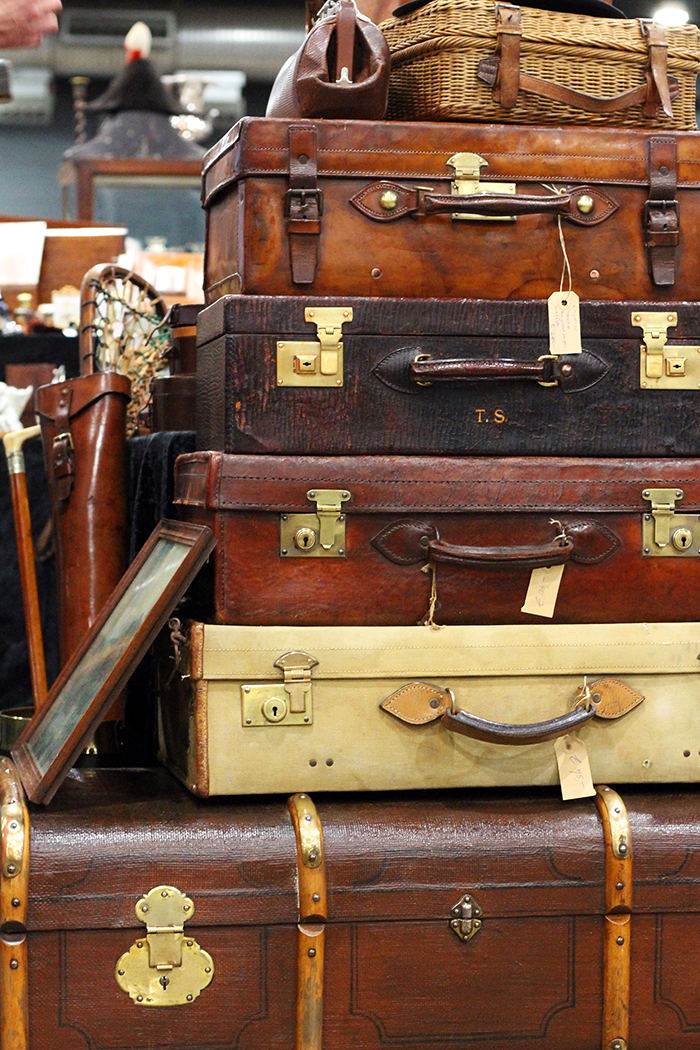 VerzamelaarsJaarbeurs april 2014 vintage koffers suit cases antique retro beurs fair