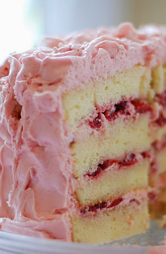 Images Of Strawberry Cream Cake : Vanilla Cake with Strawberry Cream Frosting Boy Meets Bowl