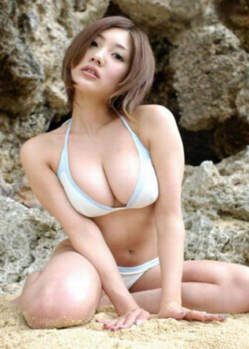 http://1.bp.blogspot.com/-i_smSW5Xonw/T_SDQQFN5cI/AAAAAAAAD3k/Gy_KEnLk-OM/s1600/japan_boobs_06.jpg