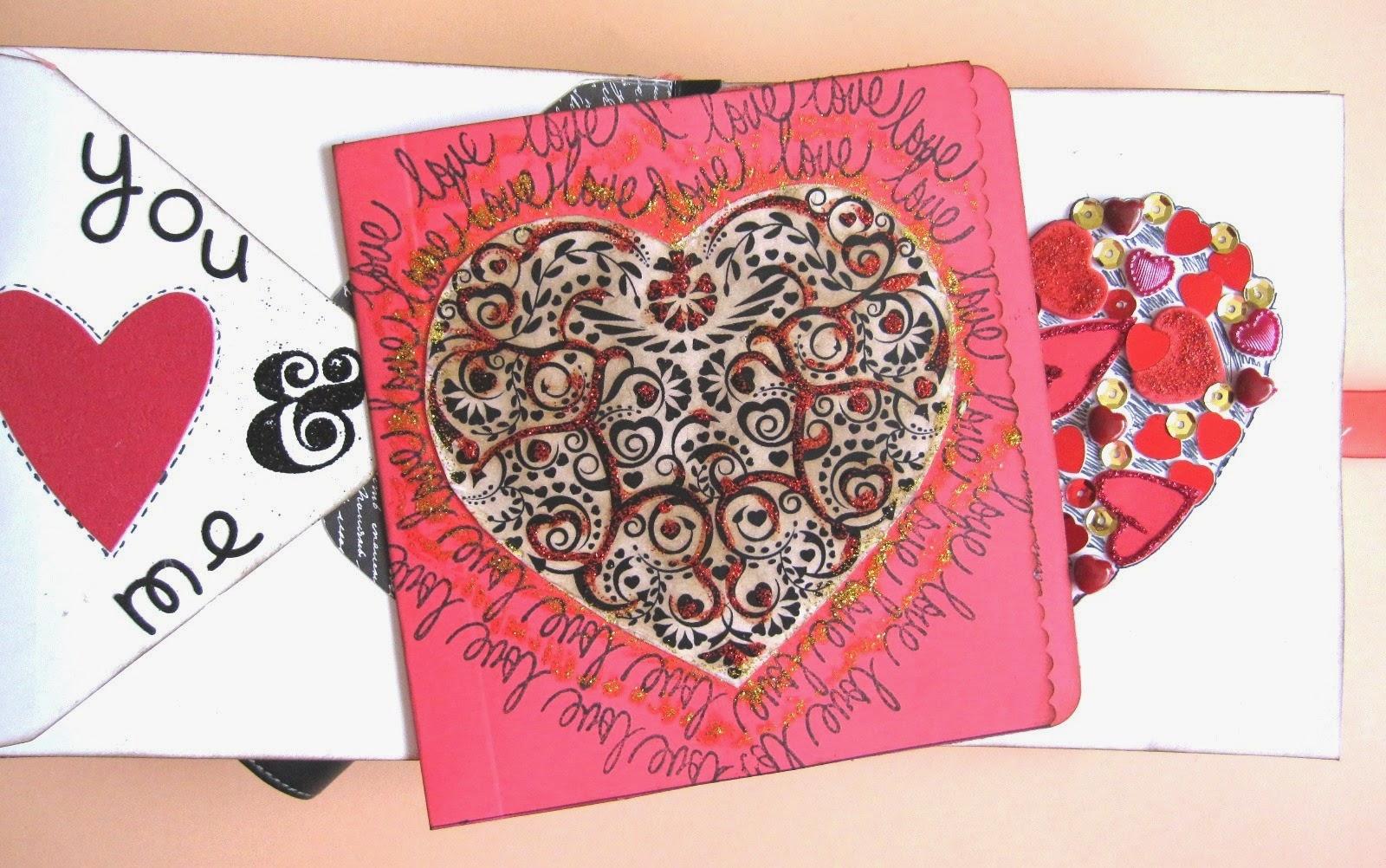 foto 3 decoración interior LOVE mini-album con tarjeta hecha con papel básico rojo de scrapbooking decorada con un corazón y sellos con la palabra love rodeándolo