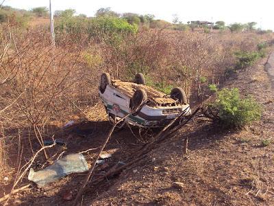 Veículo tombado - FOTO: Baú do Fera