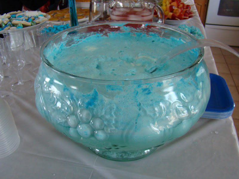 very delicious blue punch my niece made it was so good it had ice