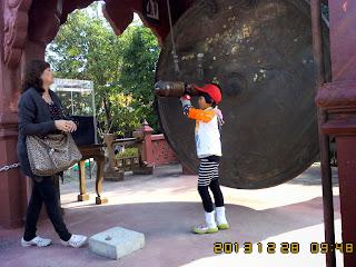 CHIANGMAI TOUR SERVICE TO JOAN'S FAMILY ON 28 DEC 2013