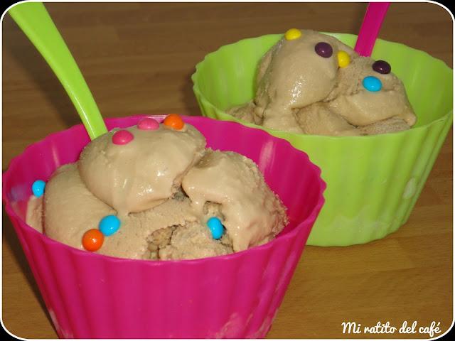 Helado de nocilla blanca y chocolatinas de caramelo