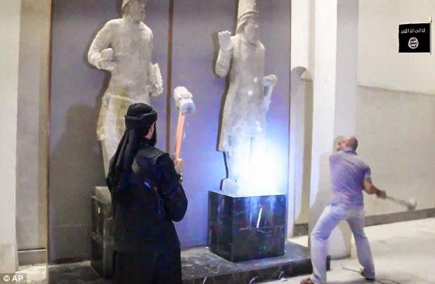 261DB11500000578 2970270 image a 1 1424957194042 - El Estado Islámico destruye piezas históricas en un museo al norte de Irak