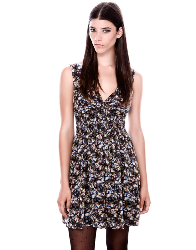 v yaka desenli klasik kesim kısa elbise