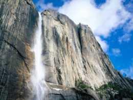 Горный водопад. Водопад с горы.