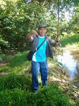 memancing ikan puyu