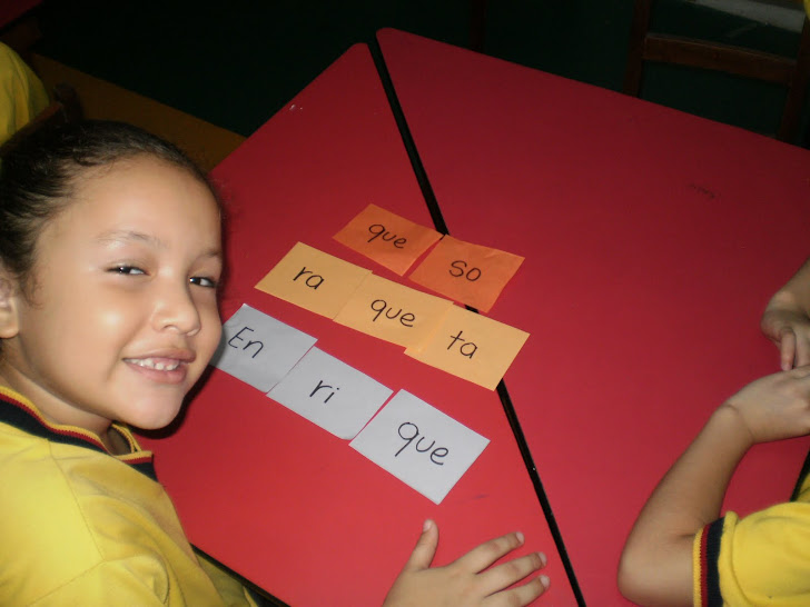 Me divierto organizando las sílabas y formando palabras con  el fonema q