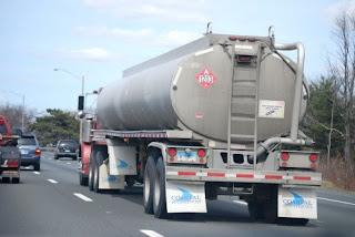 タンクローリーのガソリン