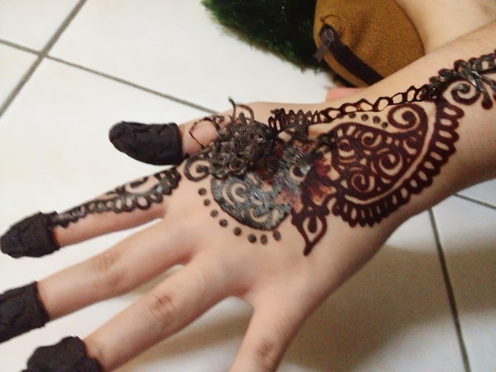 Anis Suryanie My Solemnization Henna
