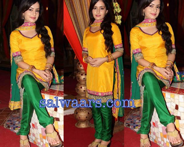 Anushka Sharma In Salw...