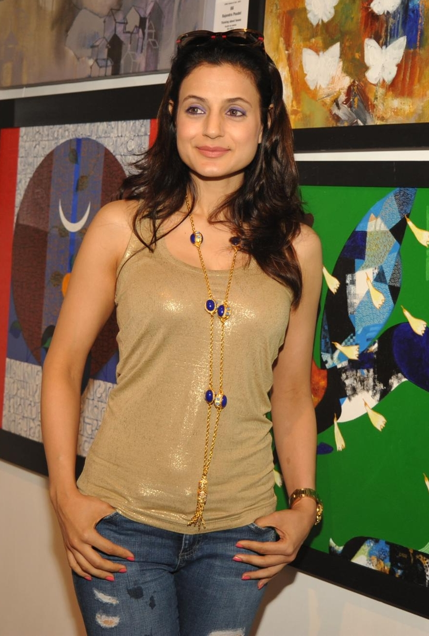 high quality bollywood celebrity pictures ameesha patel looks super
