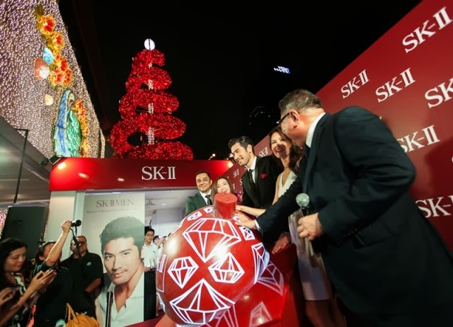 tangs orchard sk-ii first ever festive xmas light up